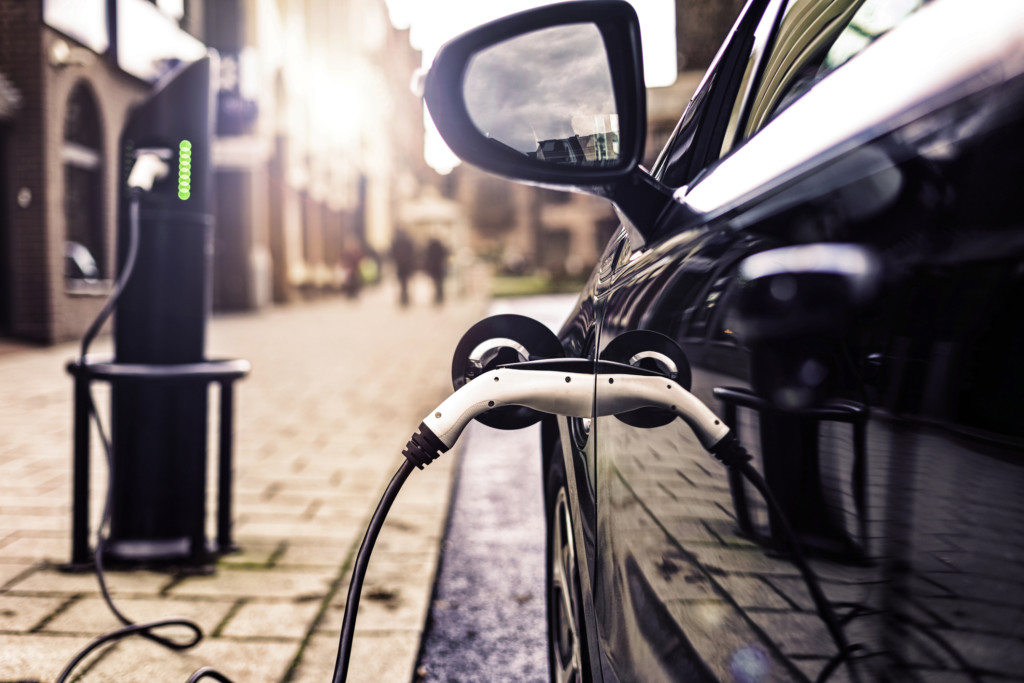 What Are the Benefits of Electric vs Hybrid Vehicles?